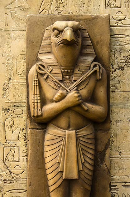 Statue of a pharaoh as an earthlymanifestation of Horus (GreenLaurel / Adobe Stock)
