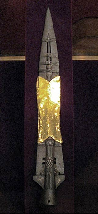 The Holy Lance, displayed in the Imperial Treasury at the Hofburg Palace in Vienna, Austria (Gryffindor/ CC BY-SA 3.0)