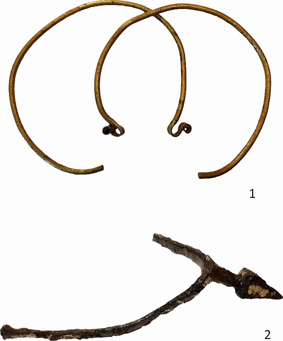 Golden hoop earrings, gilded spurs, and other decorative metal medieval objects were unearthed at the Polish site of Poniaty Wielkie. (PAP)