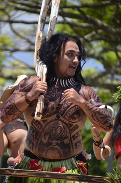 Participant of the Merrie Monarch Parade in Hilo performs as demigod Māui (  Thomas Tunsch / CC BY-SA 4.0)