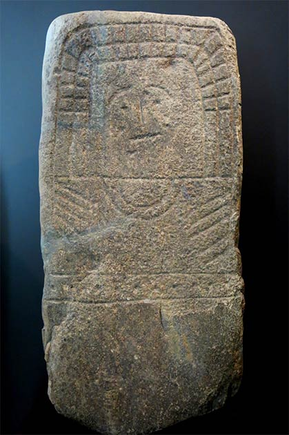 The equally mysterious Stela of Hernan Perez VI, like the astronaut of Casar stele, was also found in Caceres, Spain. It is carved in a single granite block and shows etched eyes, eyebrows, nose and mouth. (manuel m. v. / CC BY 2.0)