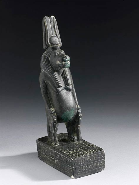 The famous Cairo Museum statue of Taweret, carved from black hard stone. (See page for author / CC BY 4.0)