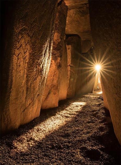 Sunlight inside Newgrange on the solstice. Credit: Ken Williams, shadowsandstone.com