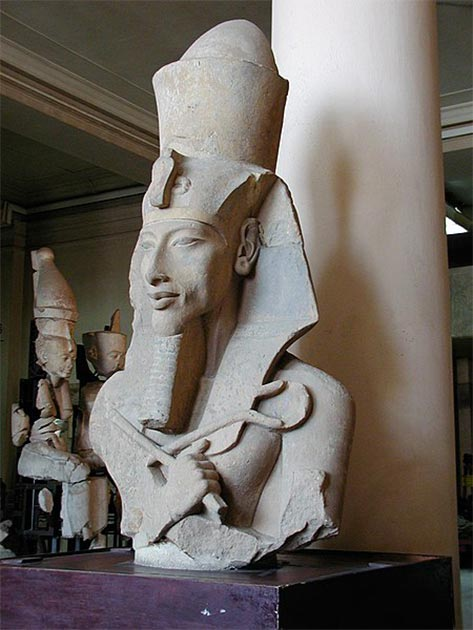 Upper part of limestone Colossi of Akhenaten, wearing the double crown of Upper and Lower Egypt, a towering crown reminiscent of the Torah crown (keter) and finials, or rimonim (now in the Cairo Museum). (Gérard Ducher / CC BY-SA 2.5)