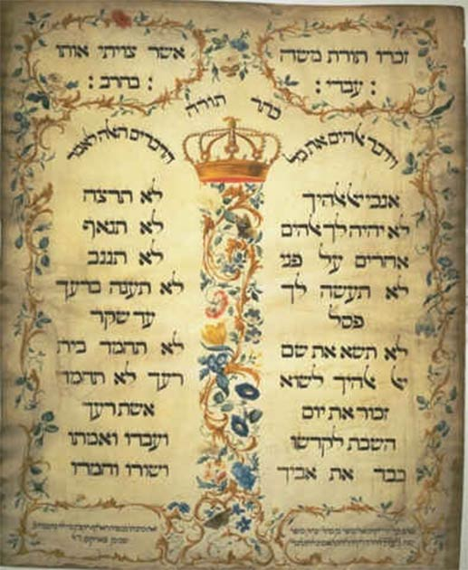 """""""The Ten Commandments"""", a parchment from 1768, by Jekuthiel Sofer, who emulated the 1675 Ten Commandments at the Amsterdam Esnoga synagogue. Notice the dual elongated shapes, rounded tops, floral motifs, and the prominent central crown, all themes unique to Amarna. (Jekuthiel Sofer / Public domain)"""