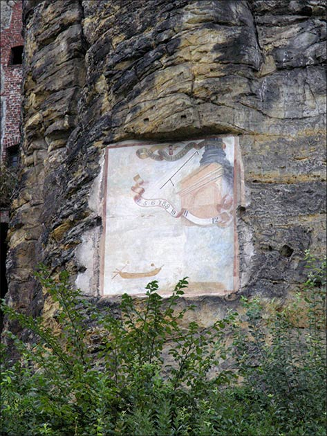 A painted solar clock embedded in the stone walls of Sloup Castle, created by the hermit Václav Rincholin. (Matěj Baťha / CC BY-SA 2.5)
