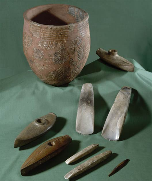 The so-called boat-shaped battle axes are typical of the Battle Axe Culture of Bornholm. Pottery vessels and axes, chisels and arrows made of flint are also common as grave gifts on the island of Bornholm. (National Museum of Denmark)