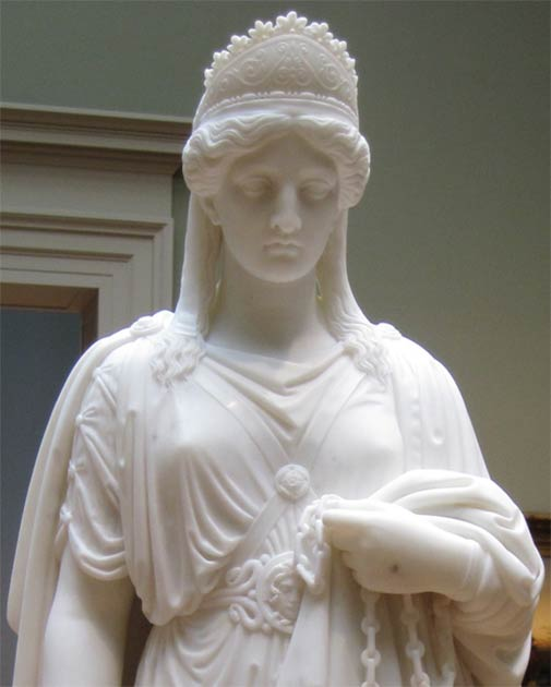 Marble statue of the famous queen Zenobia in chains. (CC BY SA 3.0)