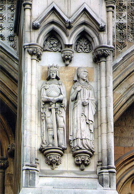 Catherine of Valois and Henry V of England Portland stone figures at Westminster Abbey, sculpted by Denis Parsons. (Sjukmidlands / CC BY-SA 4.0)