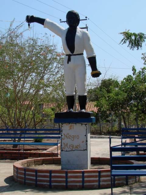 Statue at Plaza Negro Miguel, El Cuadrado, Barquisimeto, Venezuela. (Simonplanas-lara)