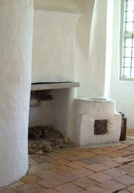 Remnants of an alchemical laboratory with side oven for distillation and bars covering the windows. (Author provided)