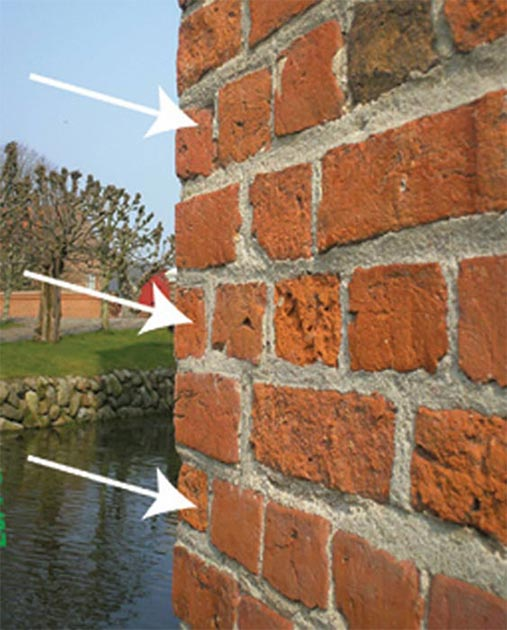 The bricks are all cut to fit a 50° turn, even at 45° corners, so every second brick on each side of these corners turns a bit into the masonry. (Author provided)