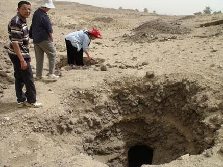 Looter pit at El Hibeh