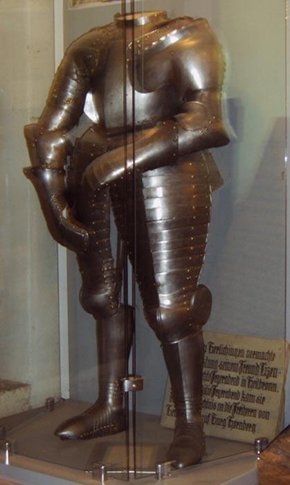 The original armor worn by Götz von Berlichingen, on exhibit in the Hornberg museum.