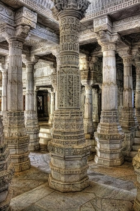 The ornate pillars of Ranakpur