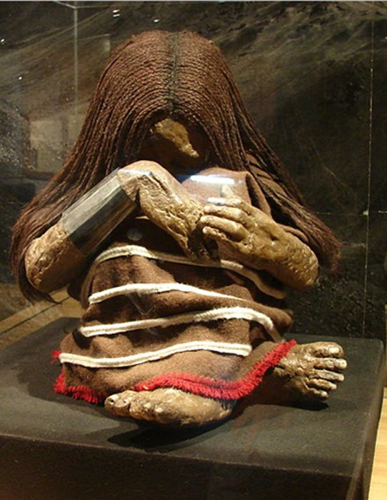 A photo of the replica of the younger girl – the Plomo Mummy - on display at the Museo Nacional de Historia Natural in Santiago, Chile.