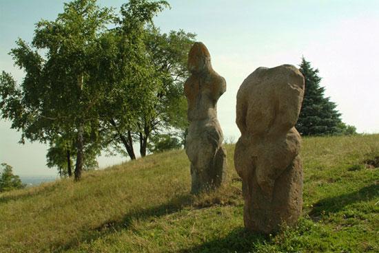 Polostvian statues