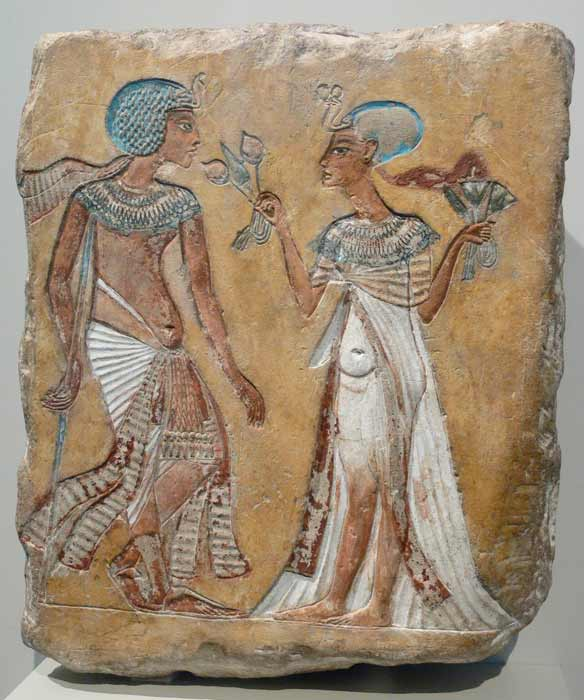 A relief of a royal couple in the Amarna style; figures have variously been attributed as Akhenaten and Nefertiti, Smenkhkare and Meritaten, or Tutankhamen and Ankhesenamun. (Public Domain)