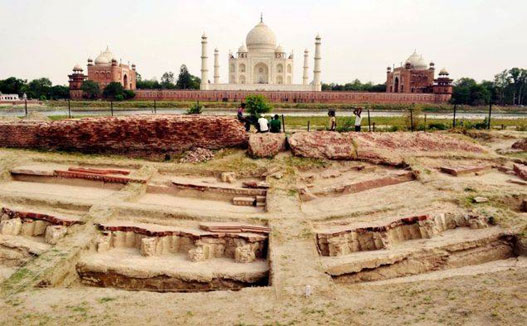 The remains of the pavilion uncovered in Mehtab Bagh