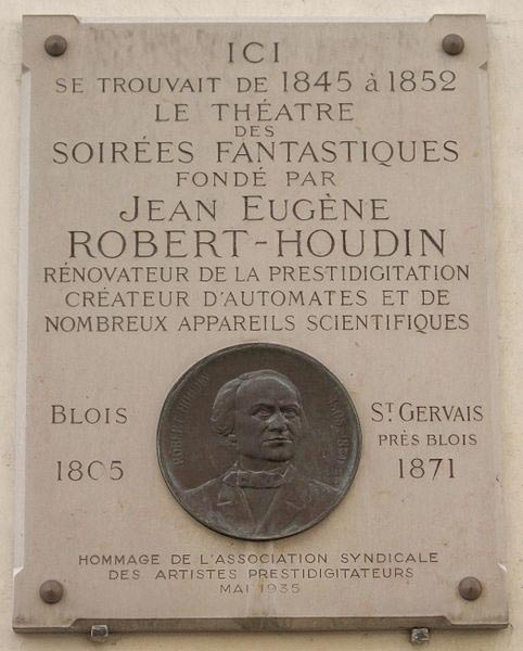 Commemorative plaque, 11 rue de Valois in Paris, where one could experience the Soirées fantastiques of Robert-Houdin.