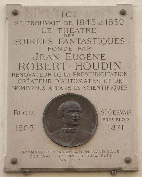 Commemorative plaque, 11 rue de Valois in Paris, where one could experience the Soirées fantastiques of Robert-Houdin.