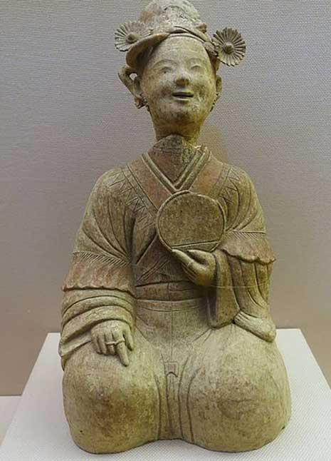 Eastern Han Dynasty sculpture of a woman with a mirror.