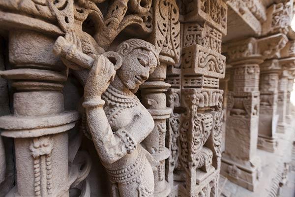 Sculptures of the Rani-Ki-Vav