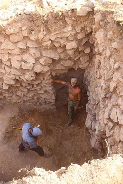 Access to the shooting gallery from the northeast tower. (Institute of Archaeology RAS)
