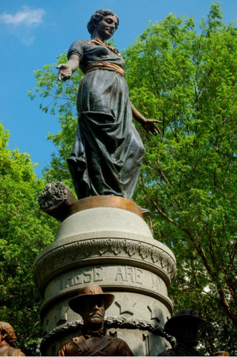 A statue of Cornelia by Levi Schofield in 1893, now in Ohio, USA.