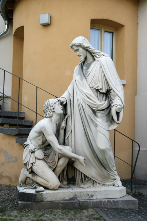 A statue of Jesus restoring sight to a blind man