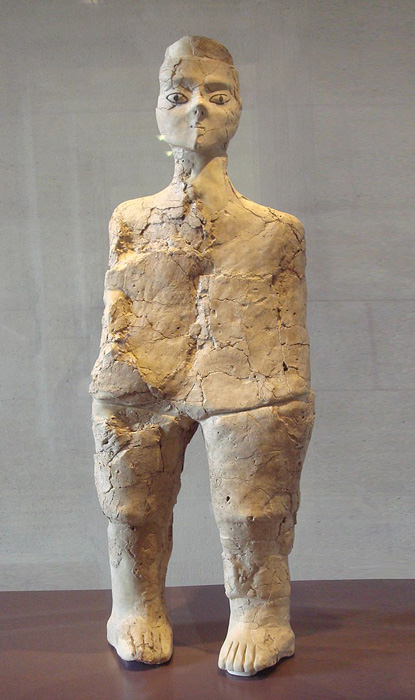 Just one of the many Ain Ghazal statues currently safe and secure in museum settings. (ALFGRN / CC BY-SA 2.0)