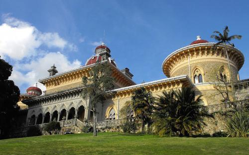 The arabesque Monserrate Estate on another hilltop near the town of Sintra. (CC BY-SA 3.0)