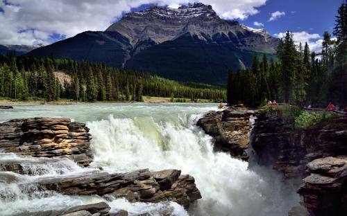 Athabasca Falls with Mount Kerkeslin as a Backdrop (Jasper National Park) (CC BY-NC-SA 2.0)