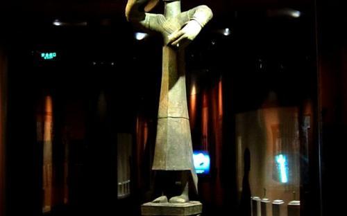 An upright bronze figure representing the high priest of Sanxingdui. (Wikipedia)