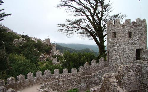 The Castle of the Moors, on the hilltops of Sintra. (CC BY-SA 3.0)