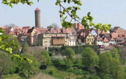Southern view of Rothenburg from the castle garden (CC BY-SA 3.0)