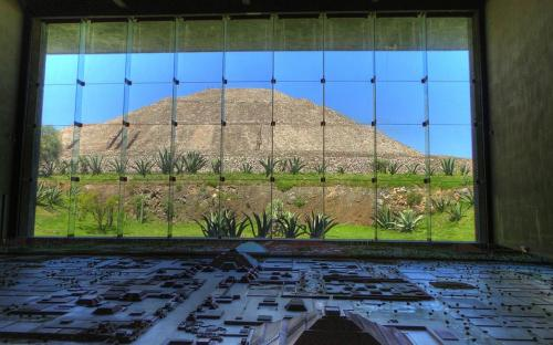 Pyramid of the Sun and the Teotihuacán Diorama at the Teotihuacán Museum. (CC BY-SA 3.0)
