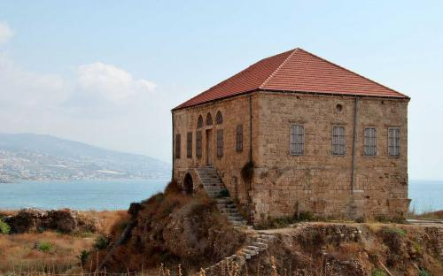 Traditional Lebanese house overlooking the Mediterranean sea, Byblos. This house is within the antiquities complex and illustrates the modern ground level with respect to excavations (CC BY-SA 3.0)