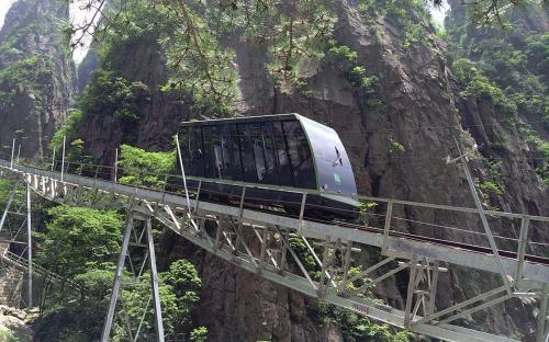 Cable car in the Xihai (West Sea) Grand Canyon (CC BY-SA 4.0)