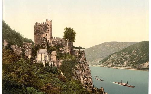 The castle in the last decade of the 19th century (Public Domain)
