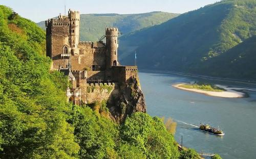 Rheinstein Castle is a medival castle near the village of Trechtingshausen on the Middle Rhine in Germany (CC BY-SA 3.0)