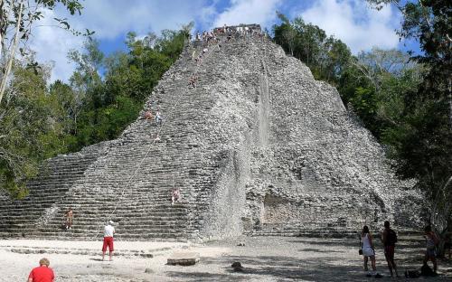 The Ixmoja pyramid. (Public Domain)