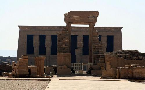 Entrance to the Dendera Temple Complex (CC BY-SA 3.0)
