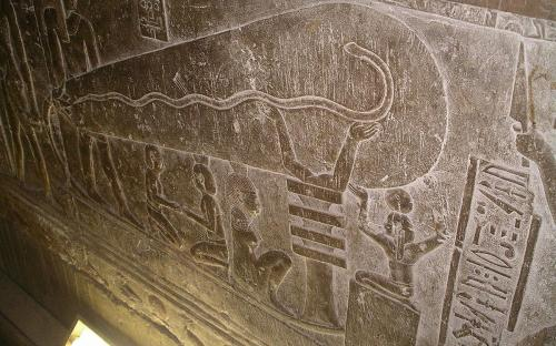 Dendera light, showing the single representation on the left wall of the right wing in one of the crypts (CC BY-SA 2.5)
