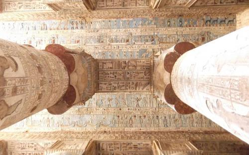 Recently cleaned ceiling of the Temple of Hathor(CC BY-SA 3.0)