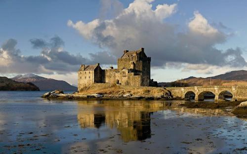 Eilean Donan Castle (CC BY-SA 3.0)
