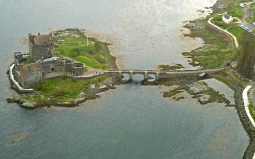 Aerial view of Eilean Donan (CC BY-SA 2.0)