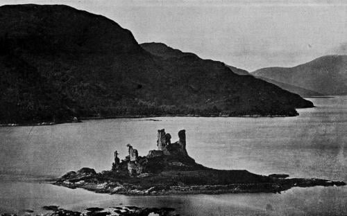 Castle ruins, sometime before 1911 (PD-US)