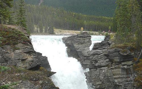 Athabasca Falls in Jasper National Park, Alberta, Canada. (Public Domain)