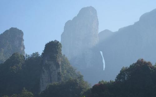 Tian Menshan Mountain,Zhangjiajie famous mountains, national forest park.(Public Domain)